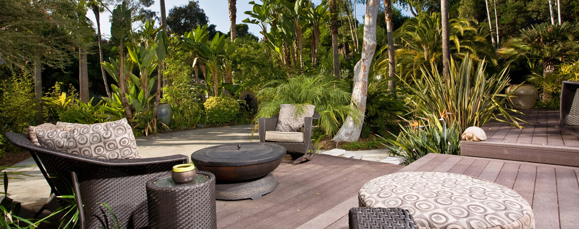backyard-deck-with-landscaping